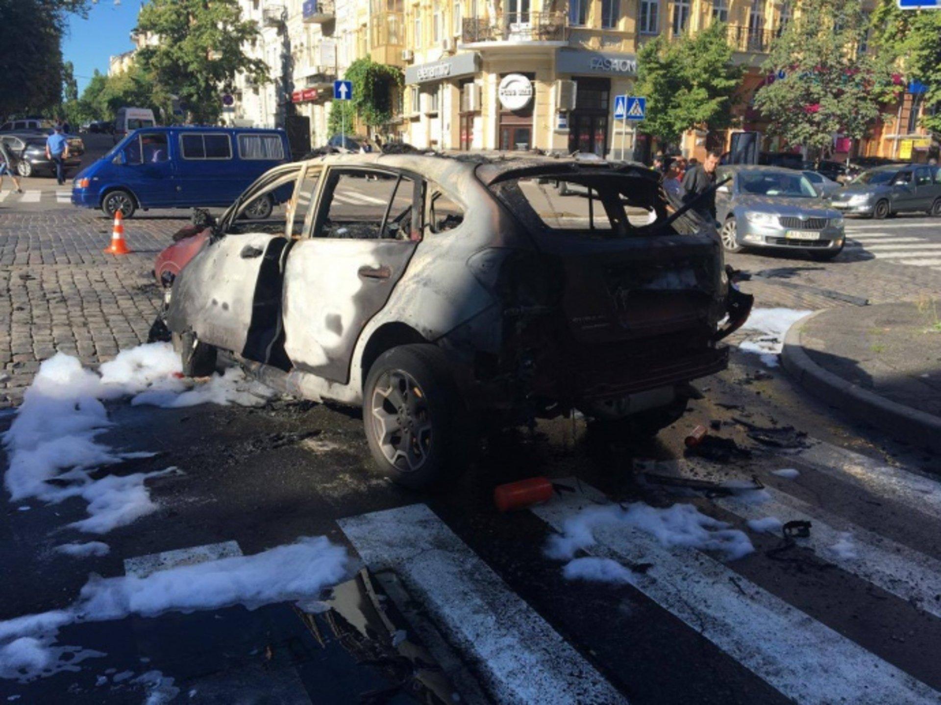 В Киеве от взрыва машины погиб журналист Павел Шеремет