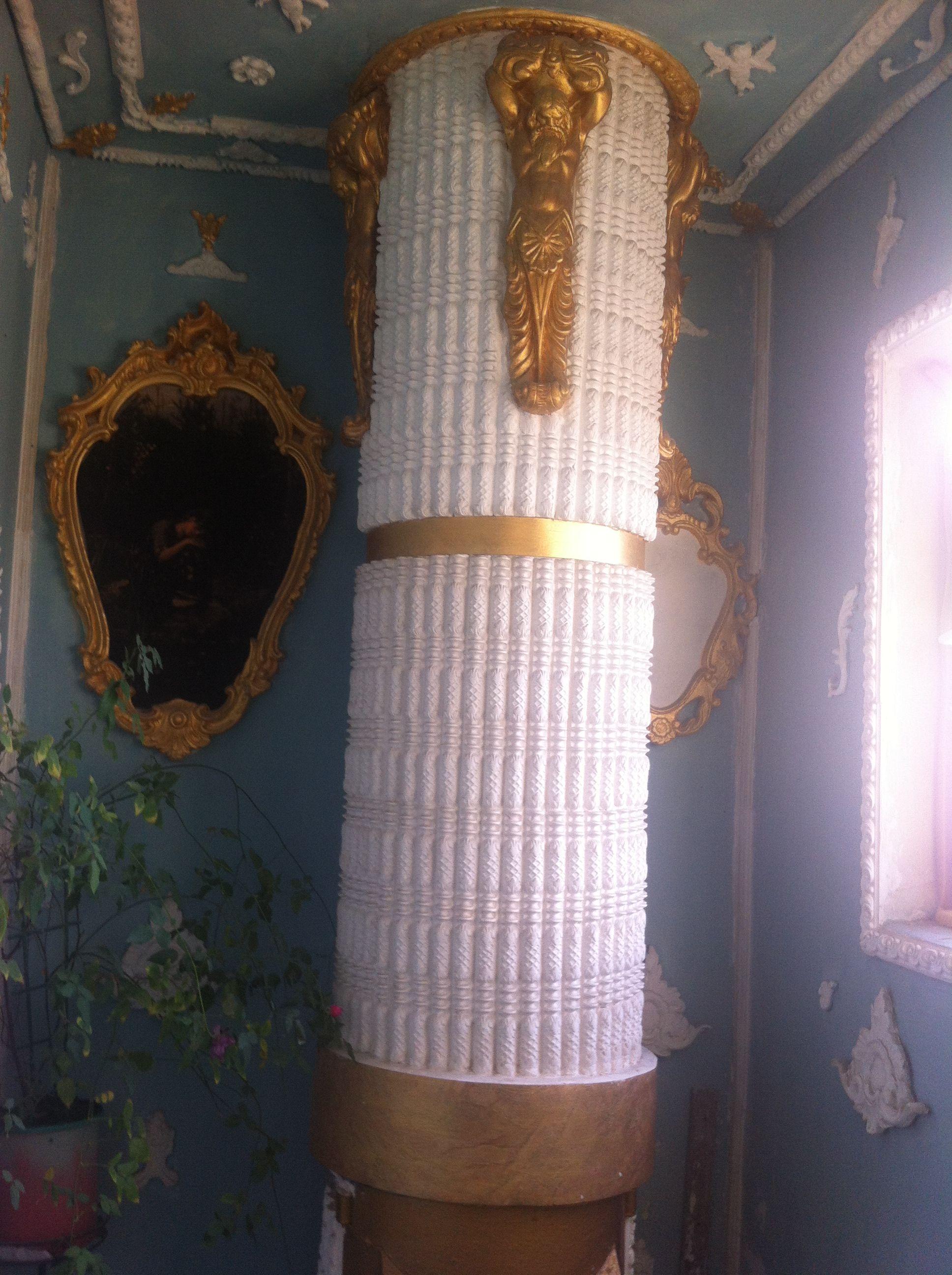 Мусоропровод. Стал античной колонной. Фото: А. Чайка