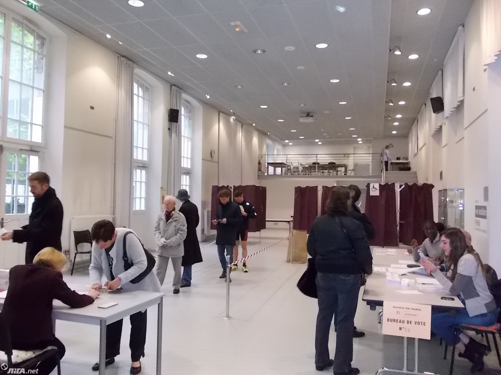 Избирательные участки открылись во Франции в 8:00 по местному времени (9:00 по киевскому времени) и закроются в 19:00.