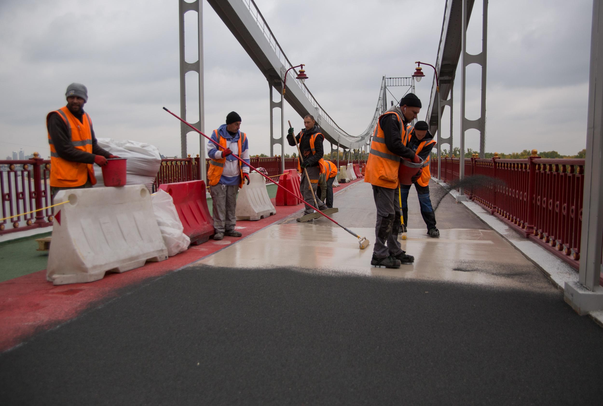 Ремонт Паркового пешеходного моста завершится до конца года - КГГА