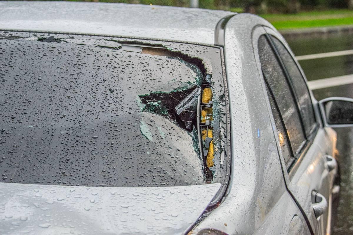 «Зад» Mercedes тоже повредило. К счастью, в машине никто не пострадал