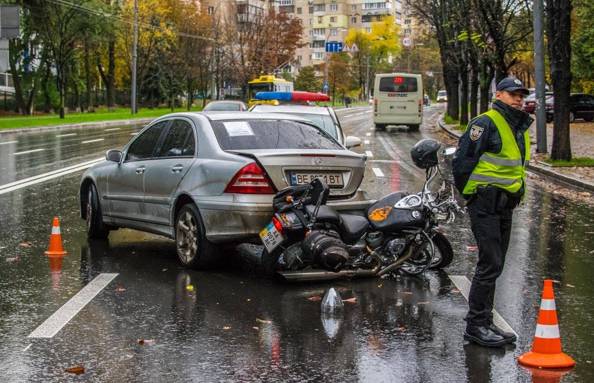 Стоит отметить, что «резина» в автомобиле, который сбил водителя байка, оказалось почти лысой