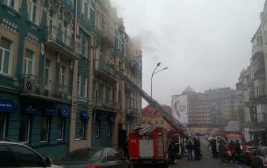 Пожар в ресторане в центре Киева ликвидировали, жертв и пострадавших нет (фото, видео)