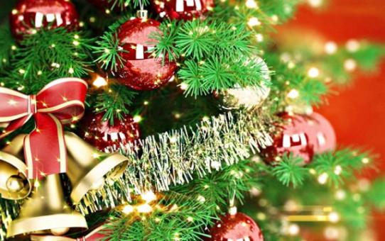 Деснянский район начали украшать к Новому году