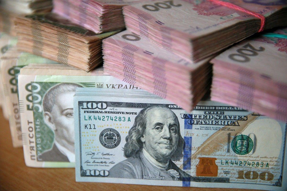 Гривня по отношению к доллару на прошлой неделе ежедневно росла