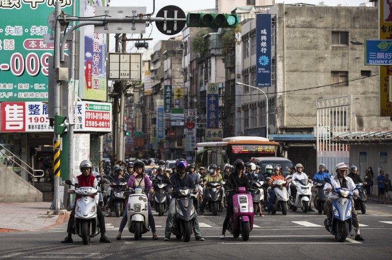 Если вы планируете открывать офис на Тайване, то обязательно должна быть вывеска. Иначе местные жители подумают, что вы их обманываете (Фото: EPA)