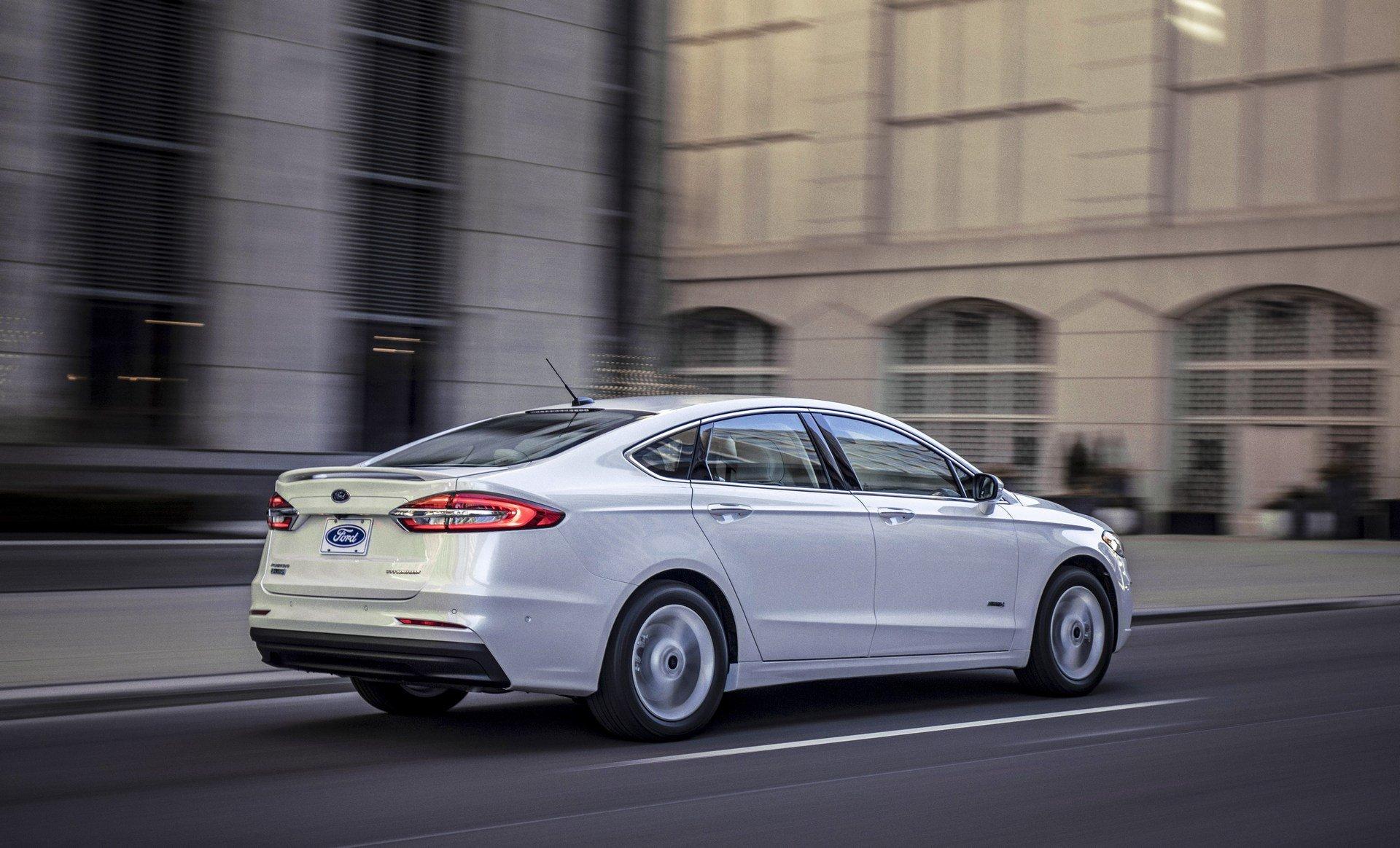 Ford Fusion 2019 представлен официально